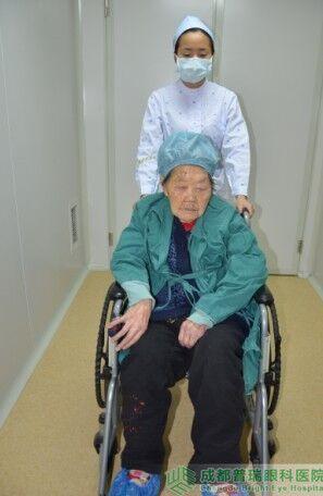 艾碧君院长亲自主刀110岁老人ManbetX手机版登录手术