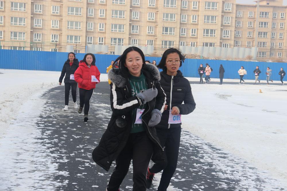 """""""助力梦想 为爱奔跑""""大学生公益跑活动走进新疆师范大学"""