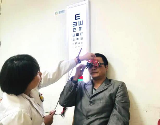 自治区红十字会联合万博manbetx苹果APP眼科开展万博manbetx登录移植公益救助活动